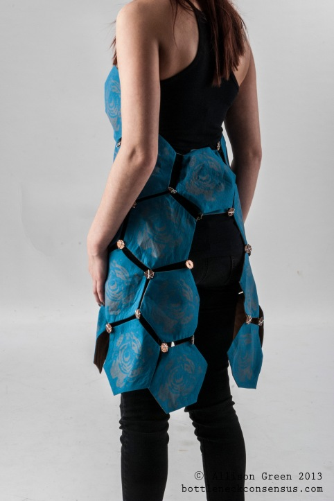 Hexagon Apron Vivacity Armour - Allison Green_2
